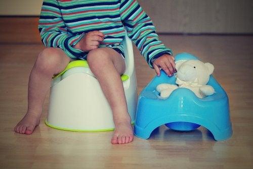 Cómo ayudar a los niños a controlar los esfínteres.