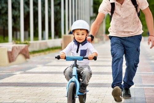 Montar en bici no se olvida.