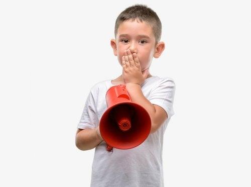 Mi hijo no habla fuera de casa