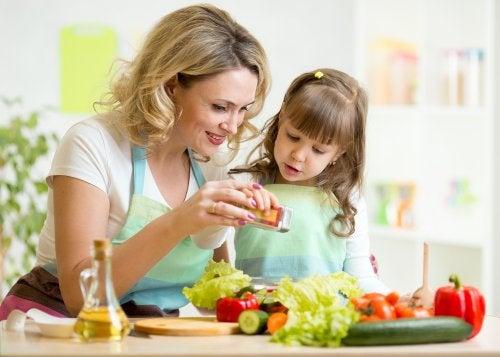 Cómo entretener a un niño mientras haces la cena