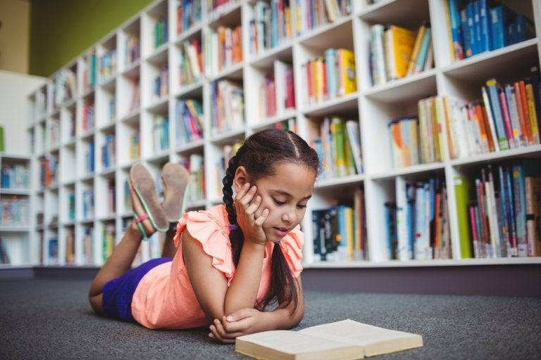 ¿Cómo influye el contexto en el nivel educativo de los niños?