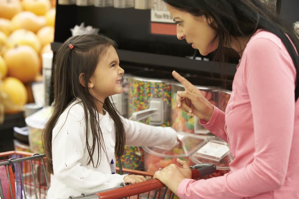¿Por qué no debemos darle a los niños todo lo que piden?