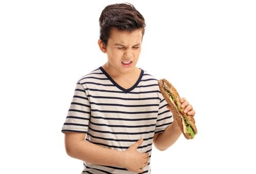 La indigestión en niños puede ser motivada por diferentes causas.