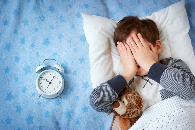 Mi hijo tiene miedo a dormir fuera de casa. ¿Qué hacer?