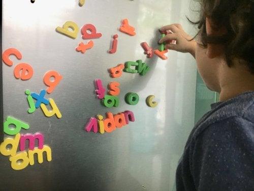 Juegos para enseñar ortografía a los niños.