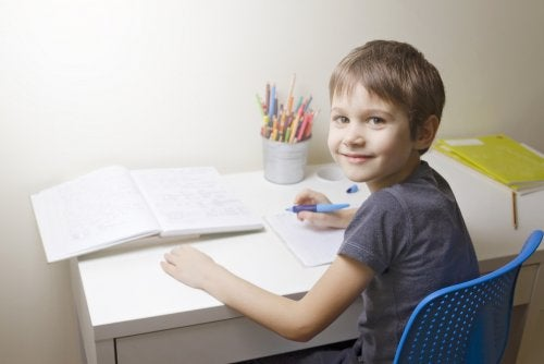 ¿Deben los padres ayudar a los niños a hacer los deberes?