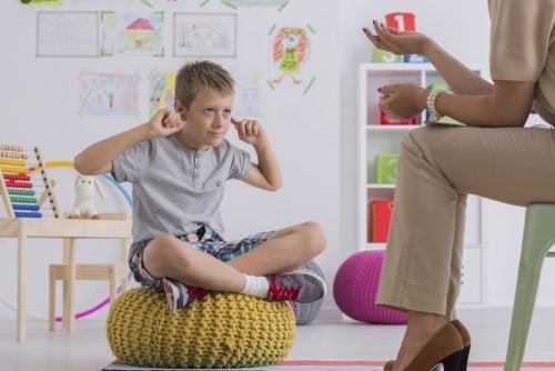 Recompensar a los niños por sacar buenas notas: ventajas y desventajas.