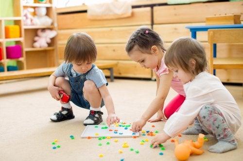 Niños jugando en la etapa de infantil.
