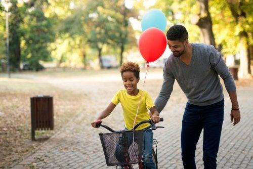 Recompensar a los niños por sacar buenas notas: ventajas y desventajas