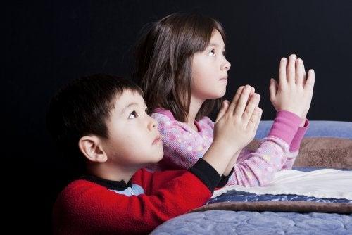 ¿Transmitir creencias religiosas a nuestros hijos?