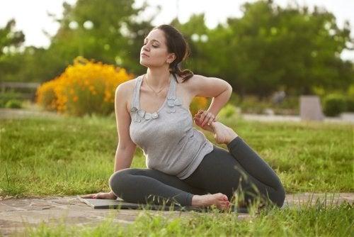 Posturas de yoga para mejorar la fertilidad.