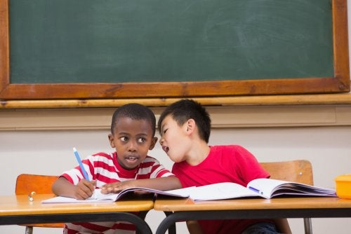 ¿Qué hacer cuando un niño habla demasiado en clase?