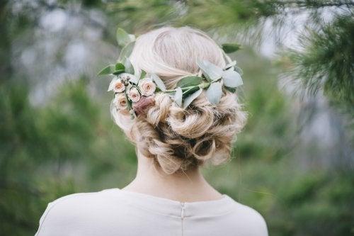 Tocados con flores para novias.