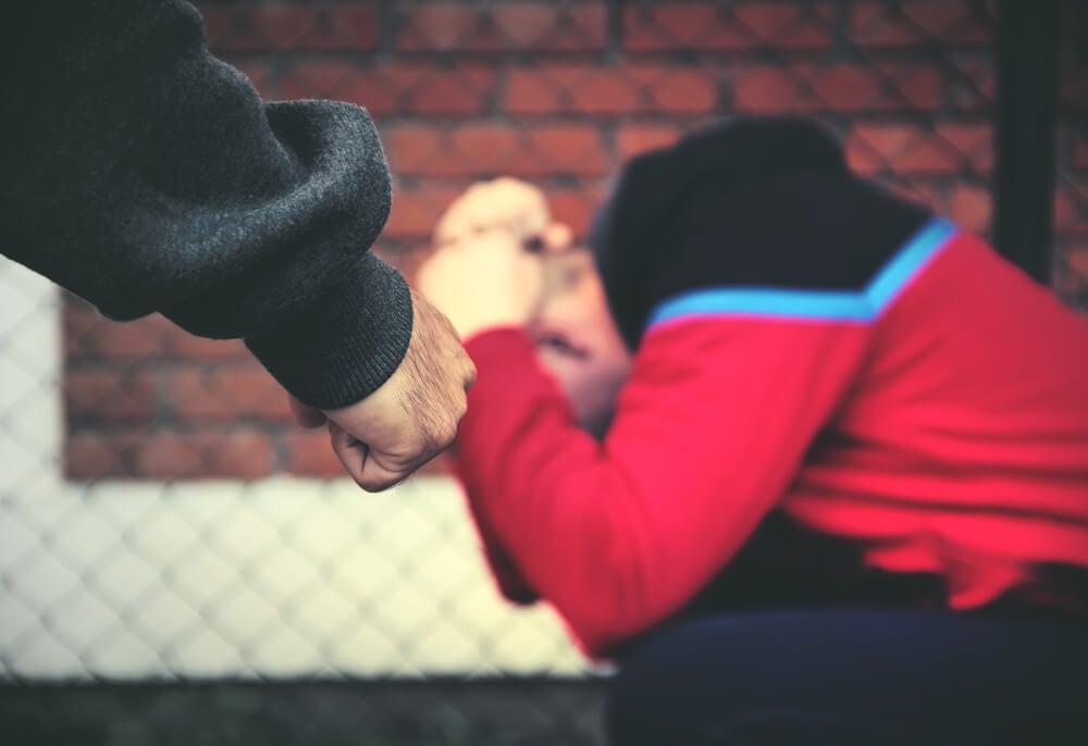 Cómo actuar si sospechas de maltrato infantil en tus vecinos