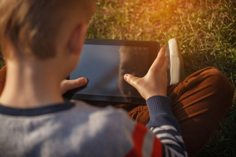 Cómo mantener a los niños seguros en internet