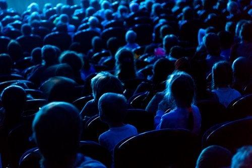 ¿Por qué es bueno ir con los niños al teatro?