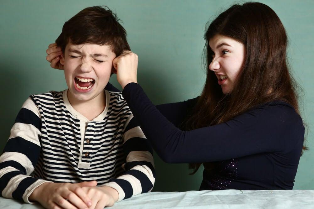 ¿Cómo controlar la rivalidad entre hermanos?