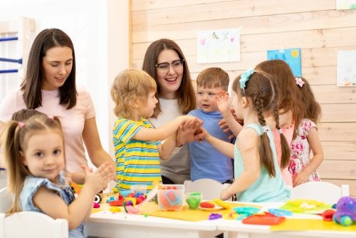 Socialización en la infancia: características y desarrollo.