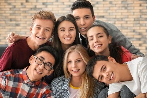 Adolescentes en plena etapa de maduración emocional y social.
