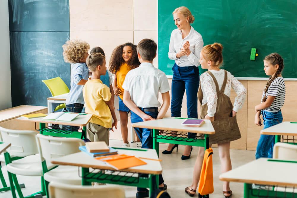 Cómo un maestro puede crear confianza en los alumnos