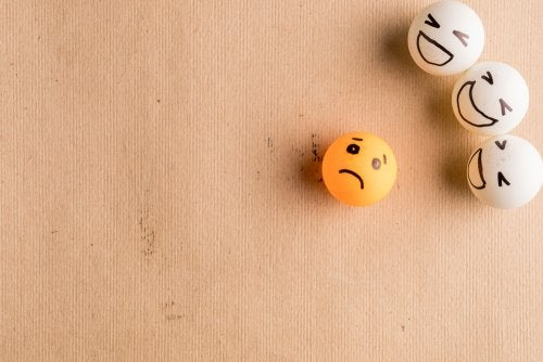 El bullying representado con pelotas de ping-pong.