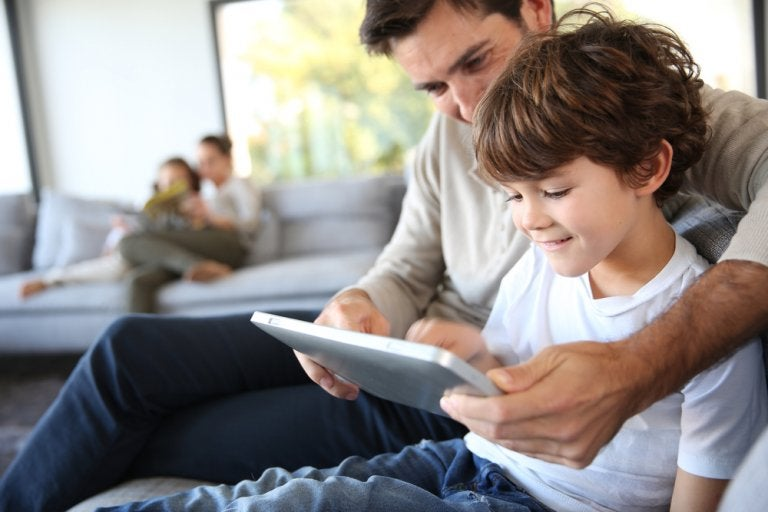 Tratamiento de datos de los menores: autorización
