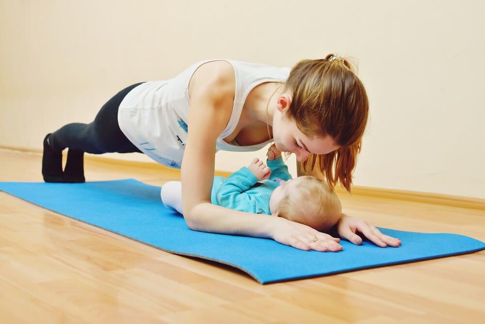 Hacer ejercicio con tu bebé.