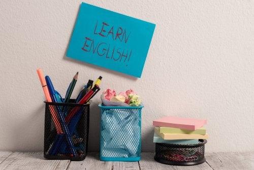 Las tarjetas ayudan a enseñar a tu hijo otro idioma de forma sencilla.