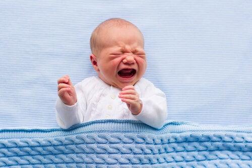 Bebé llorando fuerte