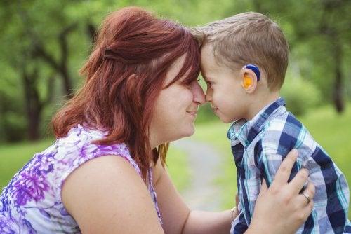 Niño con hipoacusia o pérdida auditiva-