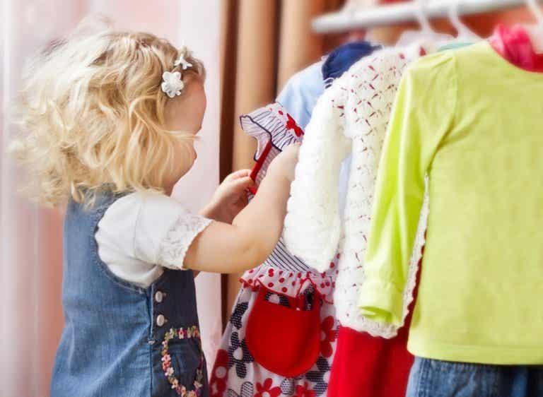 Por qué debes permitir que tu hijo elija su ropa