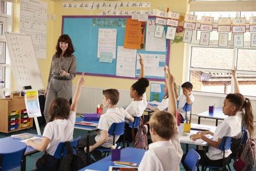 Beneficios del aula invertida para profesores y alumnos.