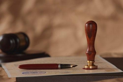 ¿Qué regula el derecho de sucesiones?