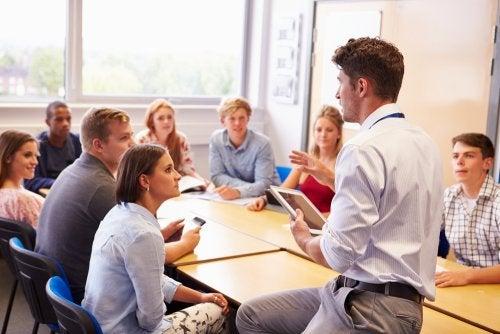 Reunión del grupo de apoyo entre profesores.
