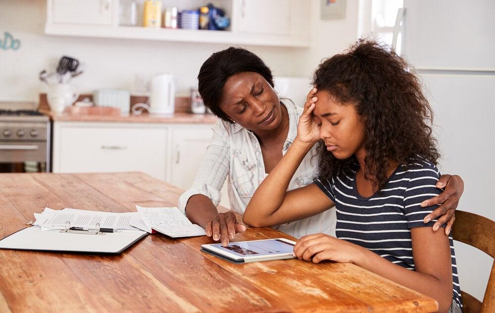 Cómo ayudar a los niños a gestionar el estrés de las tareas escolares