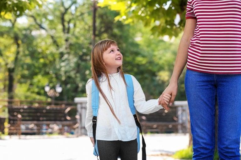 ¿Debe informar el colegio a los padres separados?
