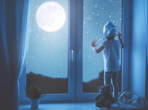 Alcanzar la luna a través de los cuentos infantiles.