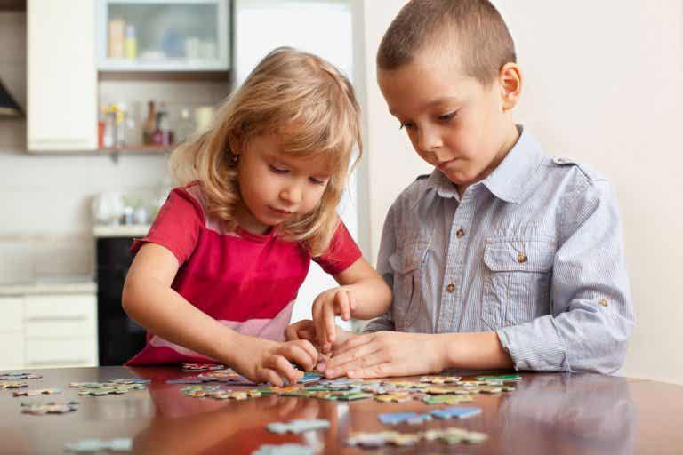 6 juegos caseros para ejercitar la mente de los niños