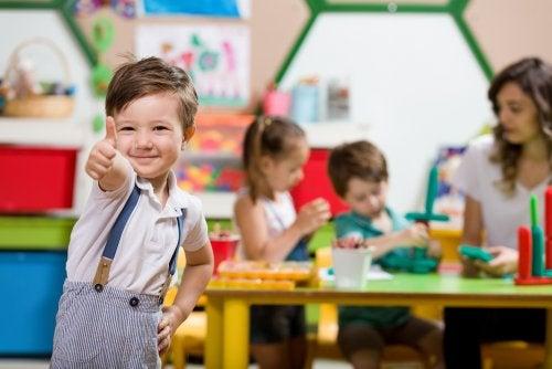 Niños poniendo en práctica el juego heurístico.