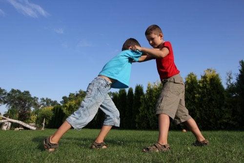 3 consejos para ayudar a tu hijo a resolver conflictos.