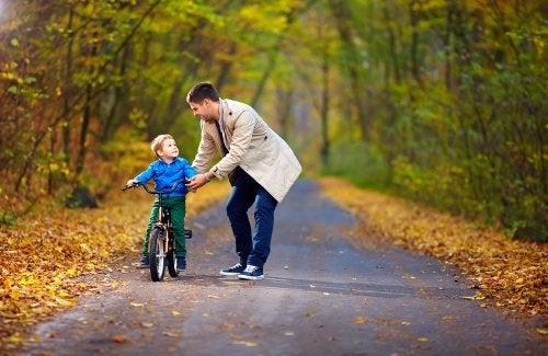 4 principios esenciales para educar a los niños.