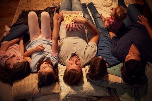 Ideas para una gran sesión de cine familiar en casa.