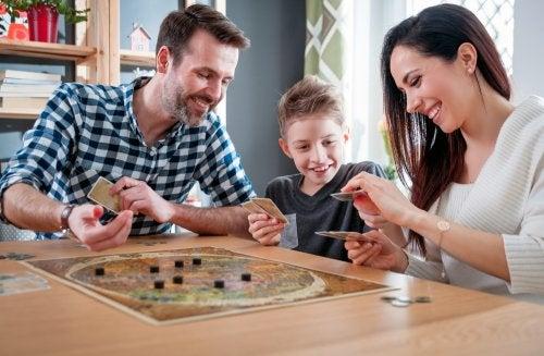 Por qué no debes dejar a tu hijo ganar en los juegos