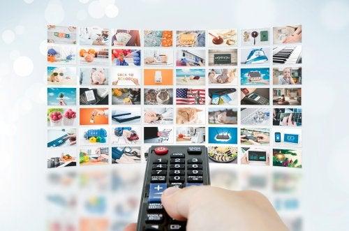 Anuncios publicitarios en la televisión.