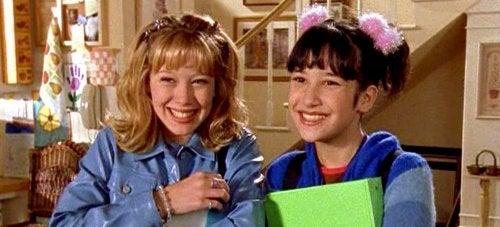 Protagonistas de Lizzie McGuire, una de las series juveniles de los 200 más populares.