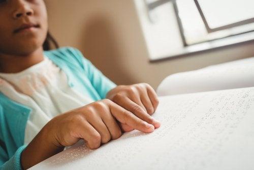 Adaptación de materiales para niños con discapacidad visual