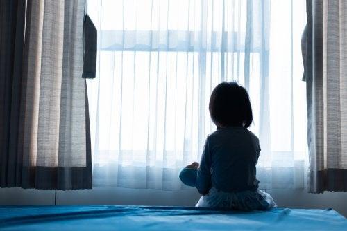 Proceso legal por una denuncia por abuso infantil