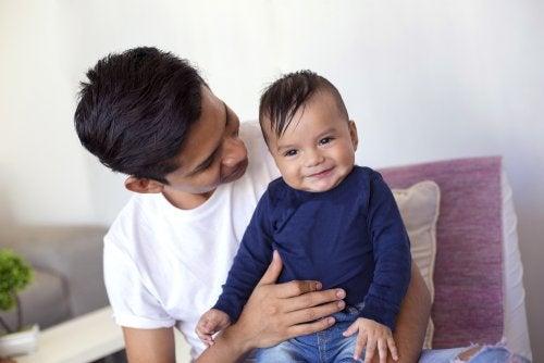 La importancia de las protoconversaciones para el bebé