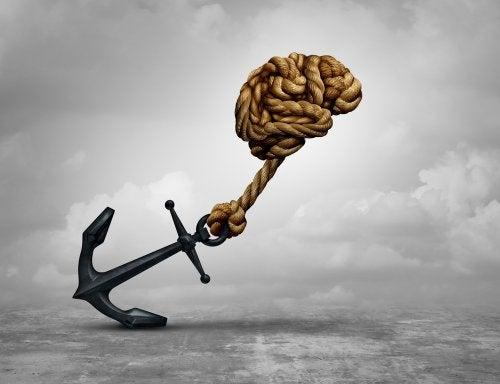 Cerebro arrastrando un ancla para mostrar el rendimiento cognitivo.