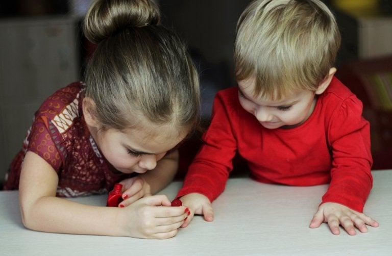 Mi hijo quiere pintarse las uñas